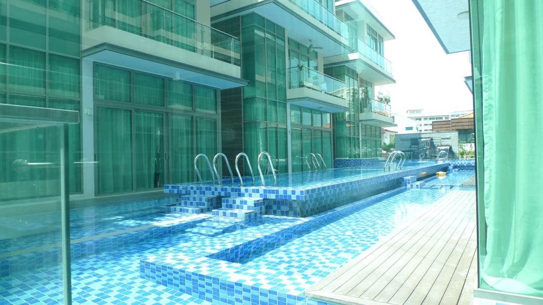 Kiara Ten - pool