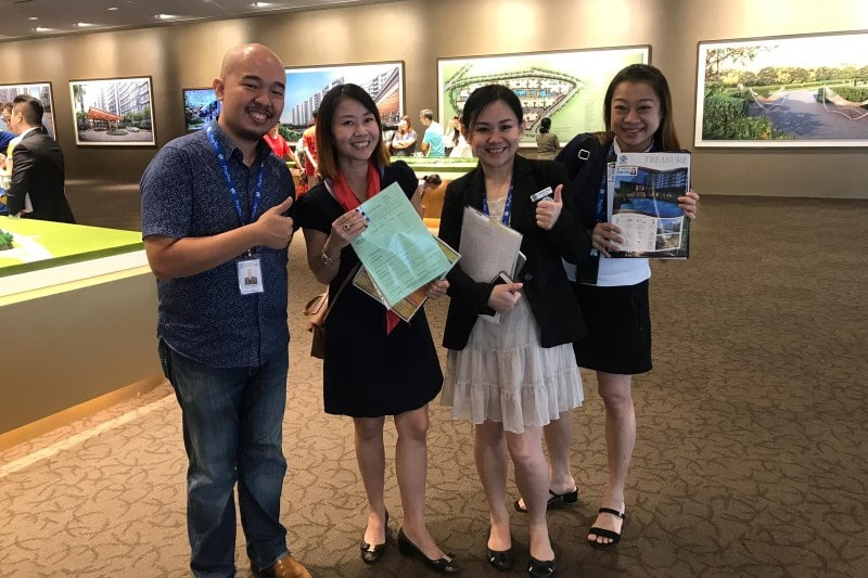 A pic with the sales team (all ladies!) who did a great job showcasing the virtues of Treasure at Tampines to my clients. My heartiest congrats to my fresh associate, Glenda (2nd from right), for closing her first ever real estate transaction!